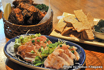 "Enjoy sashimi of sailfish and other local food at the restaurant ""Hate"" in Sonai."